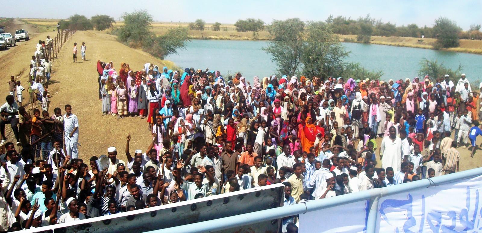 Einweihung einer Trinkwasser-Kompaktanlage im Sudan